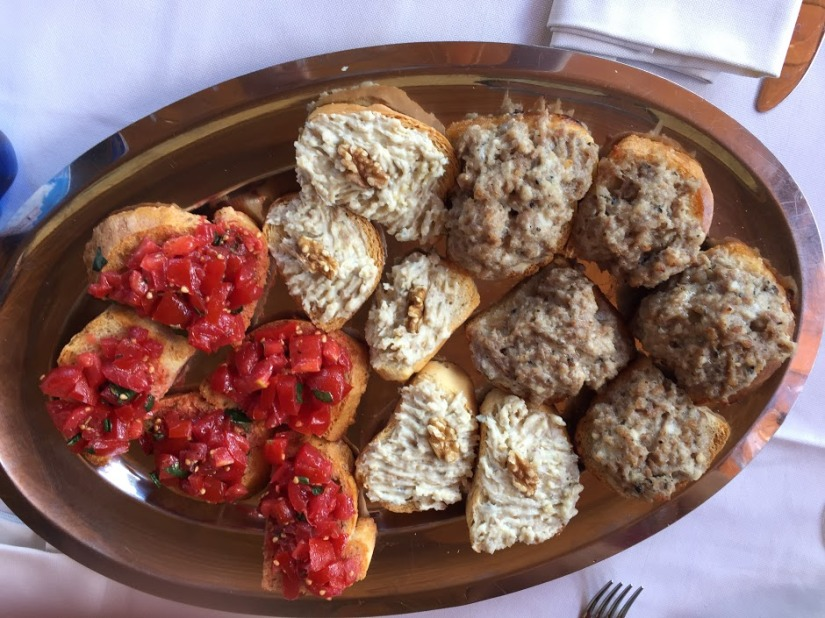 Learning to cook traditional Tuscan food with a real Italianmamma